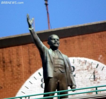 Призыв Ленина к участию в празднованииПервого Мая в США некоторые жители видно восприняли всерье, правда с опозданием на сотню лет