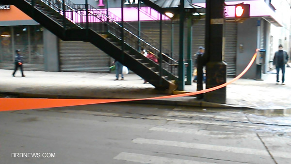 Полицейская лента перекрыла проезд транспорту по Брайтон Бич Авеню 31 октября 2012