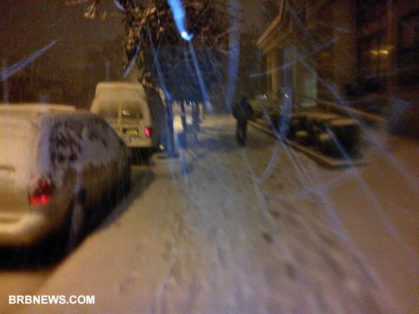 Вчера вечером был снежный шторм в Нью-Йорке, сегодня от снега остались только фотографии