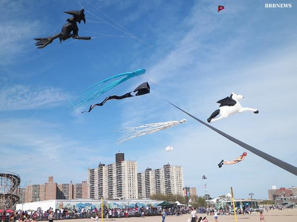 UFO Under Brighton Beach New York 2013