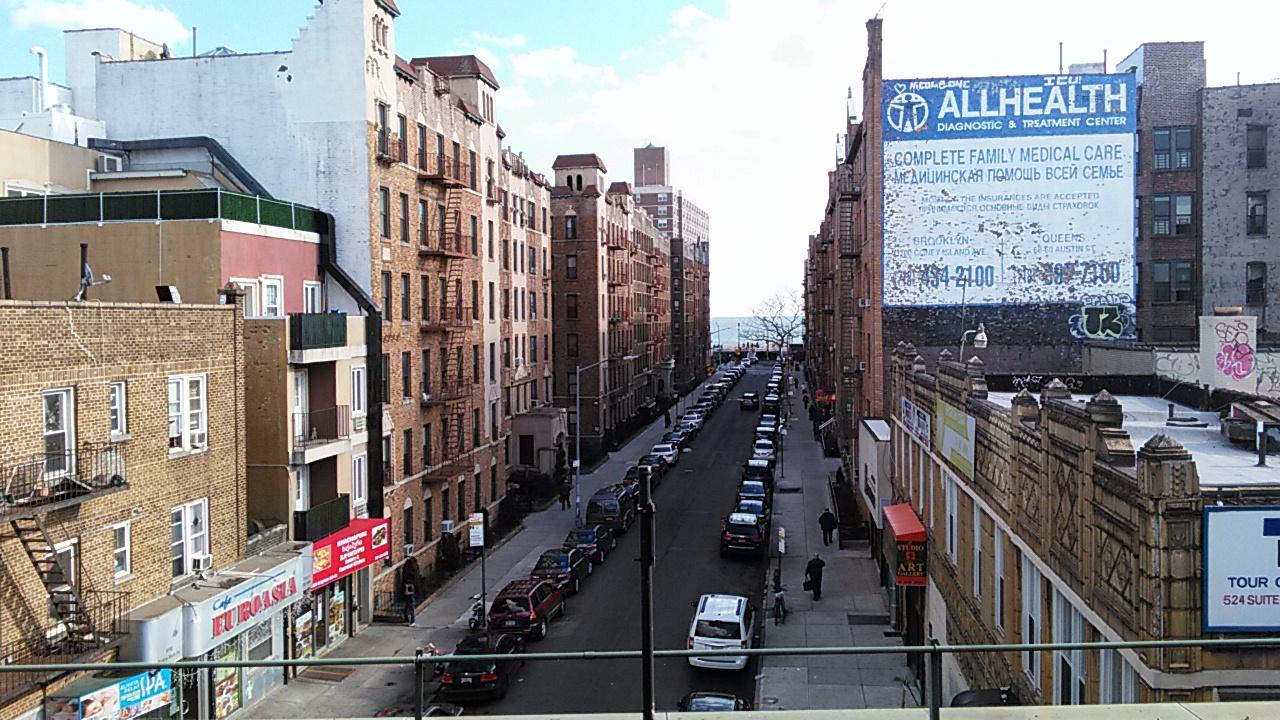 Океан. Вид с платформы метро Брайтон Бич авеню Нью-Йорк. Фото 2016 Бруклин